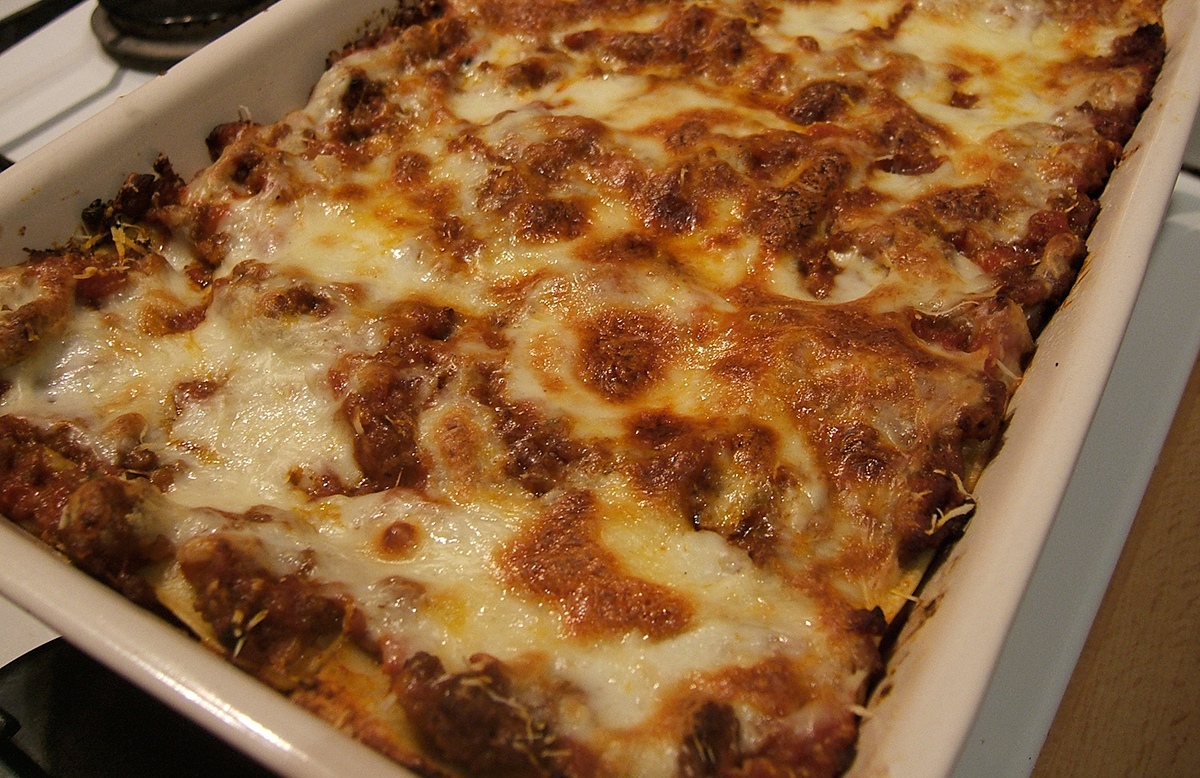 lasagne_in_baking_dish_fresh_from_the_oven-edit-s