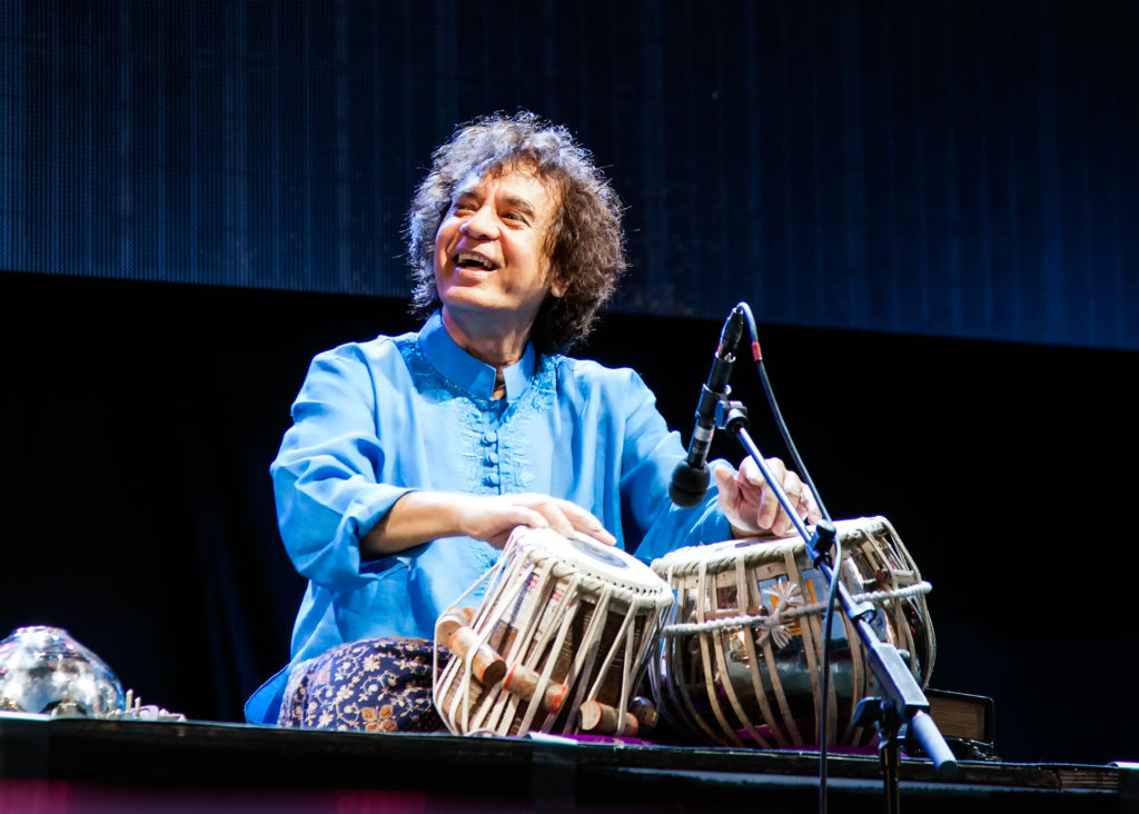 Meanwhile at Gustav Adolfs torg, more on the India theme. World famous tabla master Zakir Hussein made a celebrated appearance.