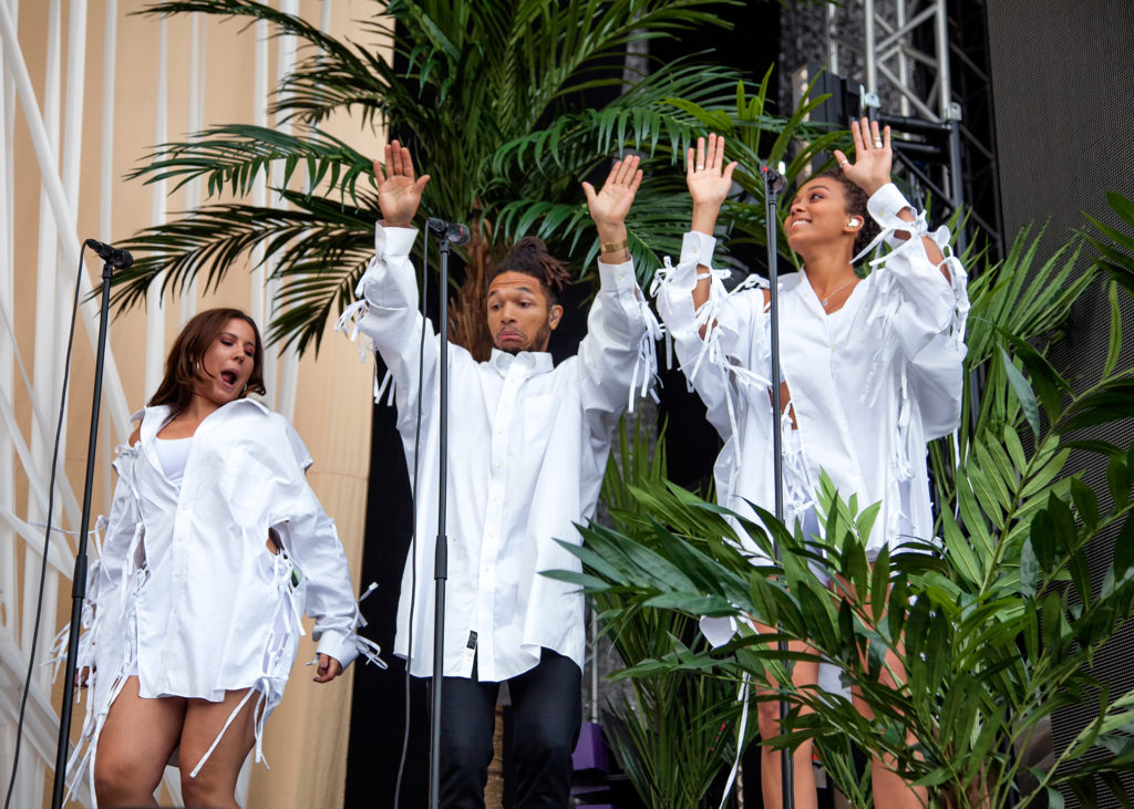 More summer vibes thanks to the palm trees and the amazing backup singers from Tensta Gospel