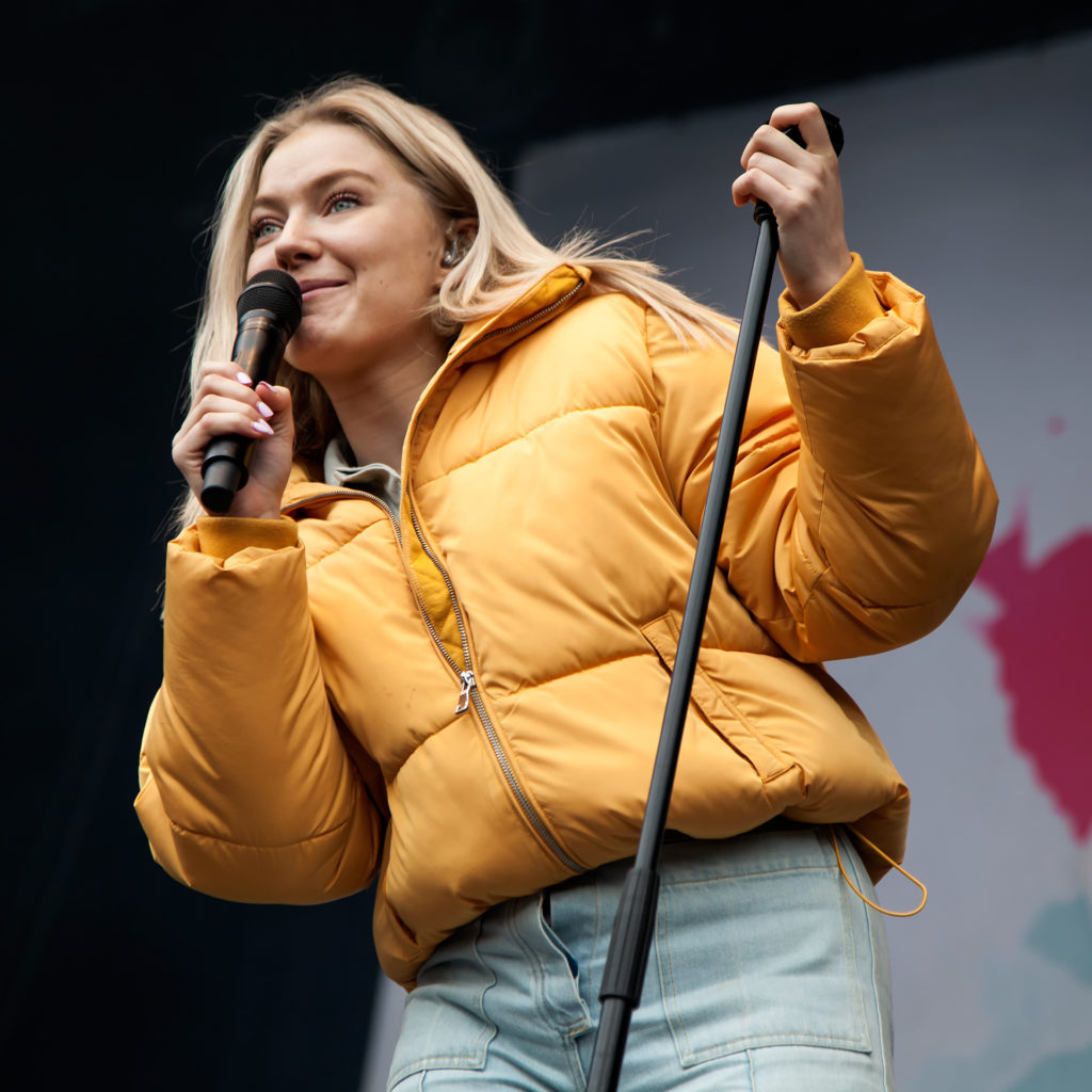 Internationally acclaimed pop sensation Astrid S charmed all the SKAM fans with her Norwegian banter